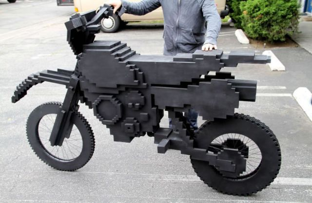 iruntheinternet.com/lulzdump/images/lego-motorbike-IRL-black-classy-13734762448.jpg