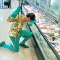 Radnom funny picture tags: Aquaman costume cosplay sad fish-in-supermarket