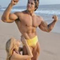 Radnom funny picture tags: arnold-schwarzenegger arnie beach wine girl-on-leg