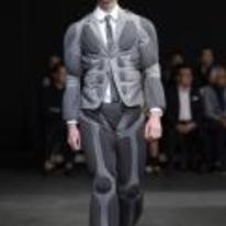 Radnom funny picture tags: crysis catwalk model fashion armour
