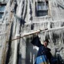 Radnom funny picture tags: frozen-house wizard spell frozen freeze