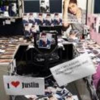 Radnom funny picture tags: justin-beiber cubical office prank beleibers-only