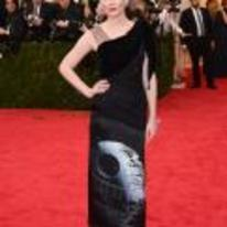 Radnom funny picture tags: kirsten-dunst star-wars dress death-star red-carpet