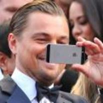 Radnom funny picture tags: leonardo-dicaprio phone taking-picture selfie taking-selfie-of-his-nose