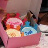 Radnom funny picture tags: parks-and-recreation cup-cakes treat-yo-self cakes box