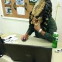 Radnom funny picture tags: predator using-computer YOSPOS laptop office