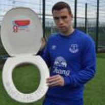 Radnom funny picture tags: seamus-coleman everton toilet holding-toilet-seat liftthelid
