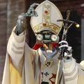 Radnom funny picture tags: shortcircuit pope johny5 alive number5