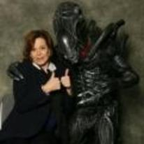 Radnom funny picture tags: sigourney-weaver con picture alien thumbs-up