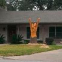 Radnom funny picture tags: tree carving front-yard metal fingers