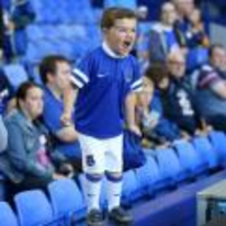 Radnom funny picture tags: young everton fan standing-up shouting